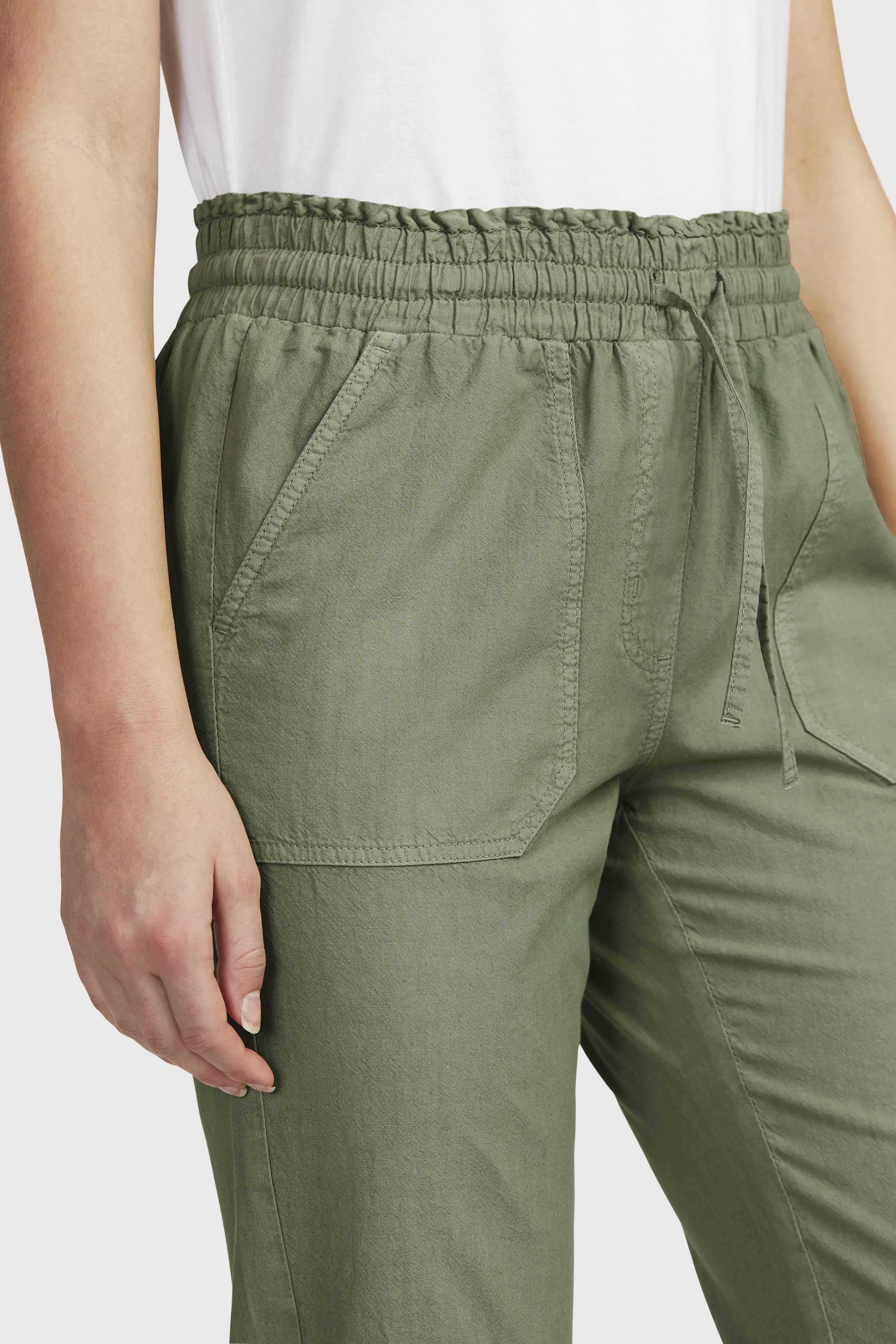 Avarad keskelt kummiga püksid